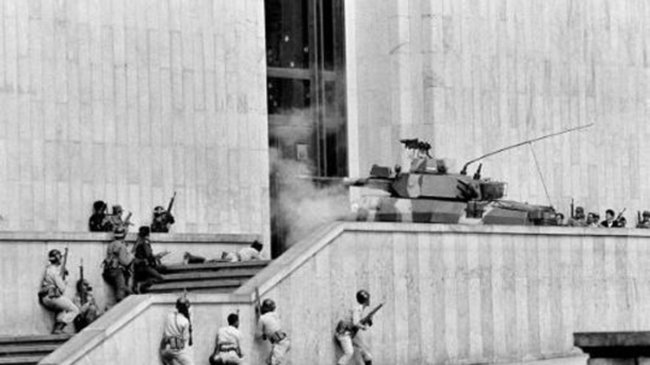 https://thebogotapost.com/wp-content/uploads/2015/09/bogotacc81-november-6-1985-35-heavily-armed-members-of-the-m-19-guerilla-movement-storm-the-palace-of-justice-home-to-colombias-supreme-court-1280x720.jpg