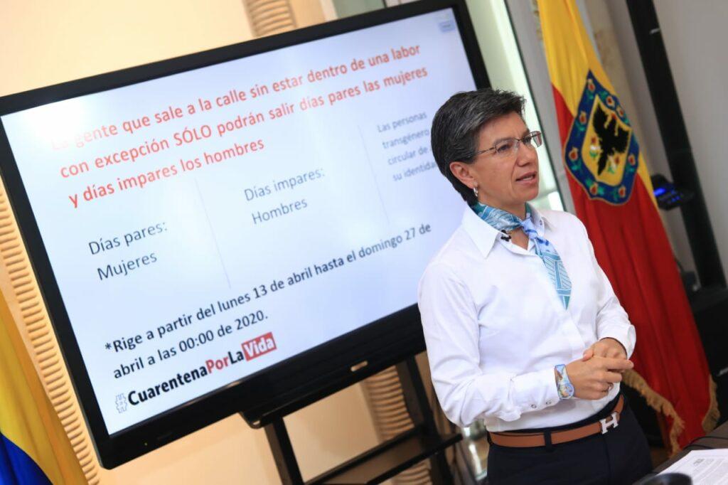 Claudia López announces pico y género measure.