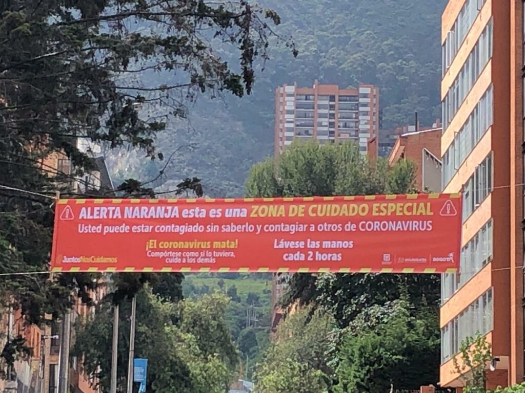 The banners showing that Chapinero (Séptima with Calle 62) is on orange alert were up this  morning. Photo Otto Berchem