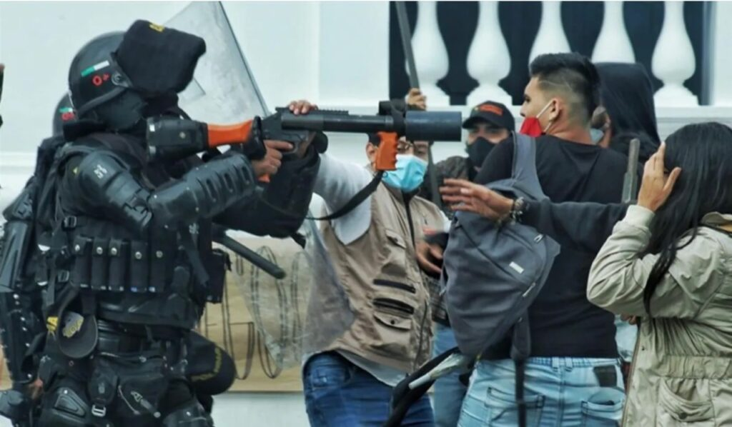 Cali protests: ESMAD riot police are accused of police brutality. Photo: CRIC